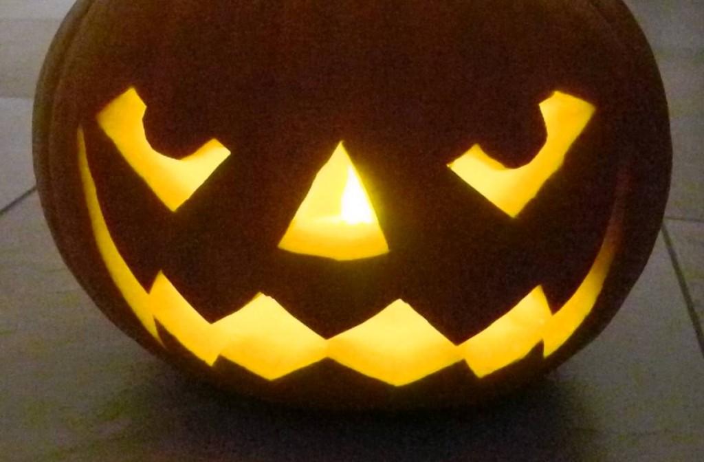 DYI: Halloween Kürbis schnitzen