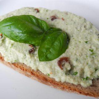 Brot mit Cashew-Aufstrich, vegan naturspass.de